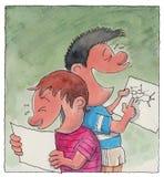 Twee jongens die tekeningen bekijken Stock Fotografie