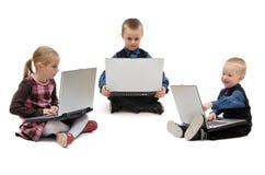 Twee jongens en een meisje met laptops stock afbeelding