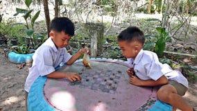 Twee jongens spelen spelen stock fotografie