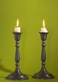 Twee kaarsen - laat - nacht stock afbeeldingen