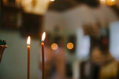 Twee kaarsen op de achtergrond met bokeh Stock Fotografie