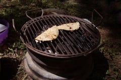 Twee kaasquesadillas op de grill royalty-vrije stock foto