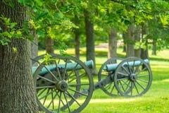Twee Kanonnen op een Slagveld Stock Afbeeldingen