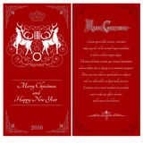 Twee kanten van Kerstmis rode prentbriefkaar Twee witte deers tegen elkaar met wervelingspatroon Royalty-vrije Stock Foto's
