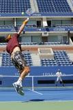 Twee keer Grote Slagkampioen Lleyton Hewitt en de professionele praktijk van Tomas Berdych van de tennisspeler voor US Open 2014 Stock Fotografie