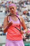 Twee keer Grote Slagkampioen Petra Kvitova in actie tijdens haar tweede ronde gelijke in Roland Garros 2015 Stock Foto's