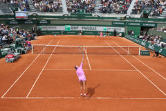 Twee keer Grote Slagkampioen Victoria Azarenka van Wit-Rusland in actie tijdens haar tweede ronde gelijke in Roland Garros Stock Afbeelding