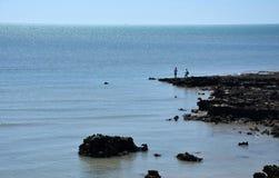 Twee kerels die op het Punt van het Oosten vissen stock afbeeldingen