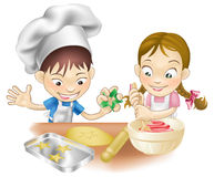 Twee kinderen die pret in de keuken hebben Royalty-vrije Stock Fotografie