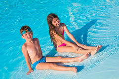 Twee kinderen op het strand Royalty-vrije Stock Foto's