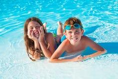 Twee kinderen op het strand Royalty-vrije Stock Afbeelding
