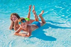 Twee kinderen op het strand Royalty-vrije Stock Foto