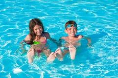 Twee kinderen in water Royalty-vrije Stock Foto's