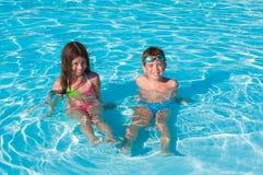 Twee kinderen in water Royalty-vrije Stock Foto
