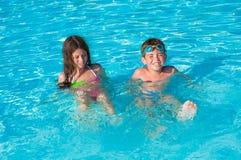 Twee kinderen in water Royalty-vrije Stock Afbeelding