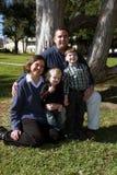 Twee kinderenfamilie Stock Afbeeldingen