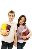 Twee kinderenstudenten die aan school terugkeren stock afbeelding