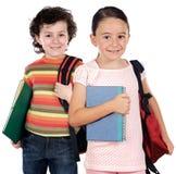 Twee kinderenstudenten die aan school terugkeren Stock Foto