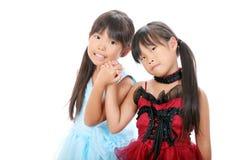 Twee kleine Aziatische meisjes Stock Afbeeldingen