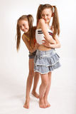 Twee kleine blonde meisjes Stock Afbeelding