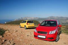 Twee kleine familieauto's royalty-vrije stock afbeelding