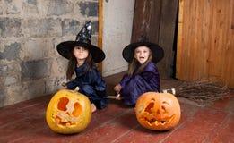 Twee kleine heksen Stock Foto