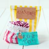 Twee kleurrijke gestreepte zakken van suikergoed met markeringen Stock Fotografie