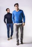 Twee knappe mensen in modieuze kleren Stock Afbeelding