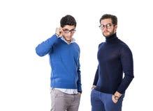Twee knappe mensen in modieuze kleren Royalty-vrije Stock Foto