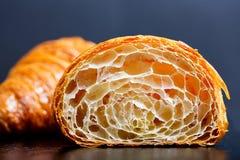Twee knapperige croissants royalty-vrije stock afbeeldingen