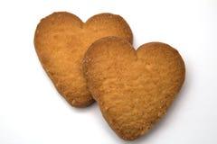 Twee koekjes in de vorm van harten - symbool van liefde Stock Foto
