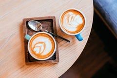 Twee koppen cappuccino's Royalty-vrije Stock Afbeeldingen