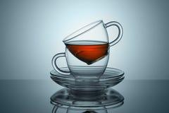 Twee koppen met schotels van de thee blijft Stock Foto's