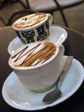 Twee koppen van dienen koffie Stock Afbeeldingen