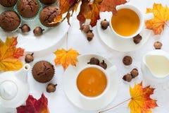 Twee koppen van Engelse thee met melk Stock Afbeelding