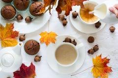 Twee koppen van Engelse thee met melk Stock Fotografie