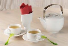 Twee koppen van groene thee en theepot Stock Foto