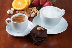 Twee Koppen van Koffie met Ð ¡ hocolate Stock Afbeeldingen