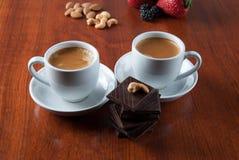 Twee Koppen van Koffie met Ð ¡ hocolate Royalty-vrije Stock Afbeeldingen