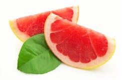 Twee kwabben van een grapefruit stock afbeelding