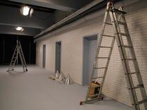Twee ladders in een studio royalty-vrije stock afbeeldingen