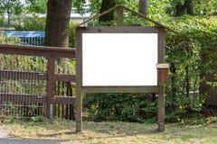 Twee leeg advertentie ruimteteken op houten tribune in het park royalty-vrije stock afbeeldingen