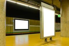 Twee Lege Metroreclame in helder Gekleurde Stedelijke Ruimte royalty-vrije stock afbeelding