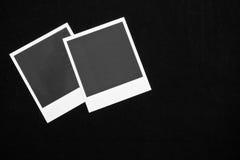 Twee lege onmiddellijke fotokaders op zwarte achtergrond met exemplaar ruimte hoogste mening Royalty-vrije Stock Foto's