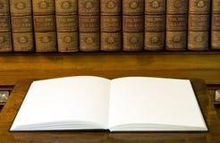Twee lege witte pagina's in boek Royalty-vrije Stock Fotografie