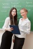 Twee leraren worden besproken Stock Fotografie