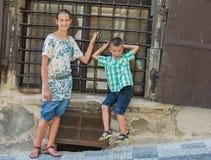 Twee leuke jonge geitjes in Praag Royalty-vrije Stock Fotografie