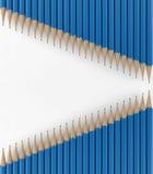 Twee lijnen van blauwe potloden 3d geef terug Royalty-vrije Stock Foto