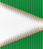 Twee lijnen van groene potloden 3d geef terug Stock Afbeelding