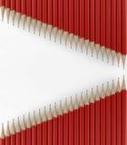 Twee lijnen van rode potloden 3d geef terug Stock Afbeeldingen
